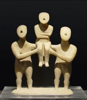 Cycladic_three_figurines_group