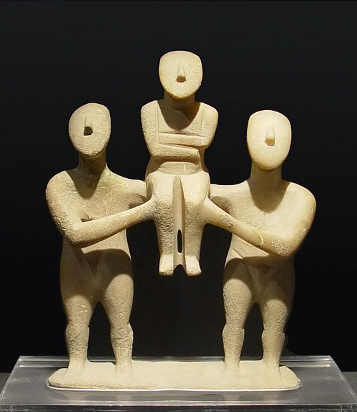 Cycladic_three_figurines_group