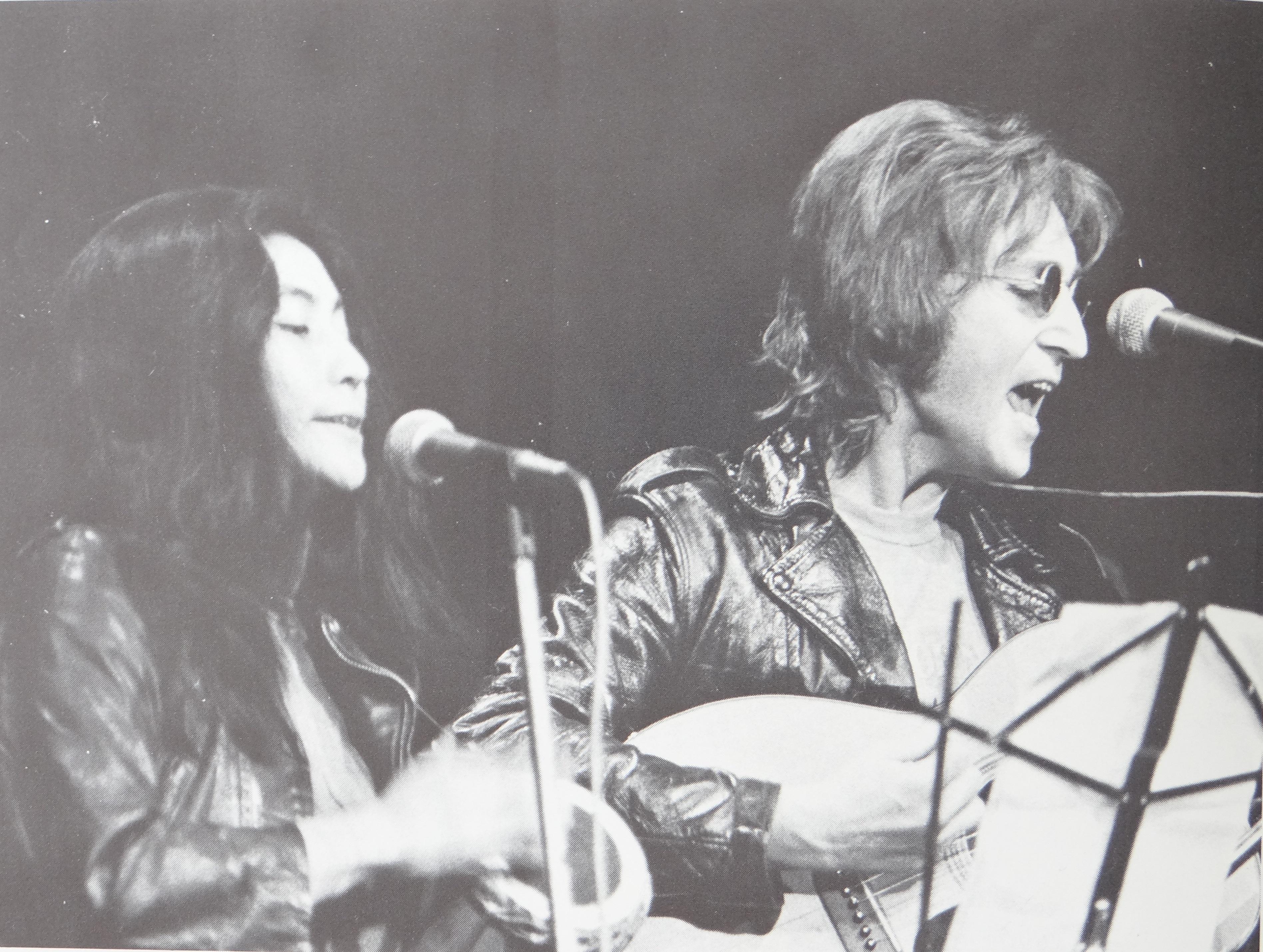 Yoko_Ono_and_John_Lennon_at_John_Sinclair_Freedom_Rally