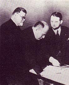 220px-Gentile_e_Mussolini_esaminano_i_primi_volumi_della_Treccani