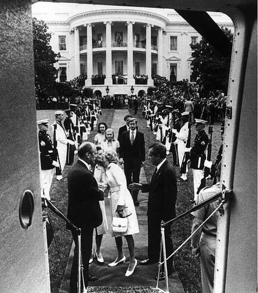 528px-Nixon_leaving_whitehouse