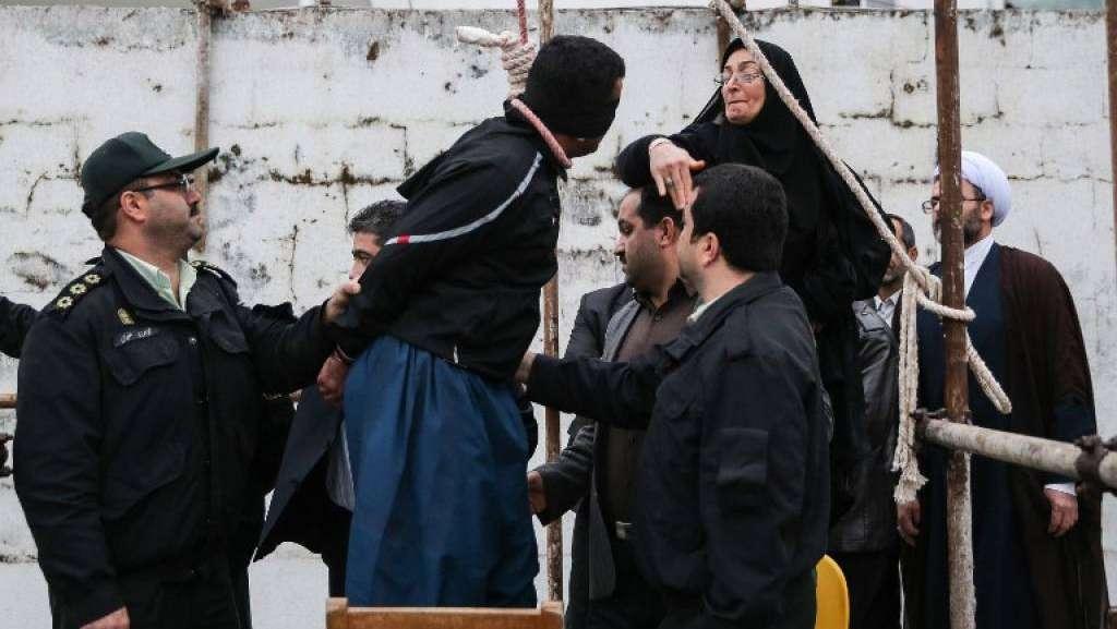 img1024-700_dettaglio2_Iran-esecuzione-sospesa-salvato-dalla-madre-della-vittima-Afp2