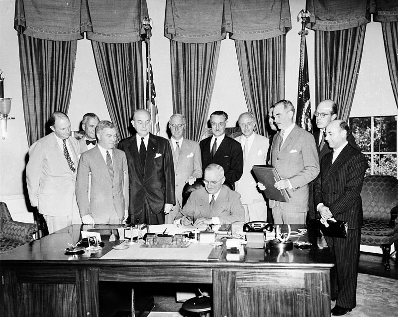 800px-Truman_signing_North_Atlantic_Treaty
