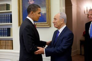 1024px-Barack_Obama_welcomes_Shimon_Peres_in_the_Oval_Office