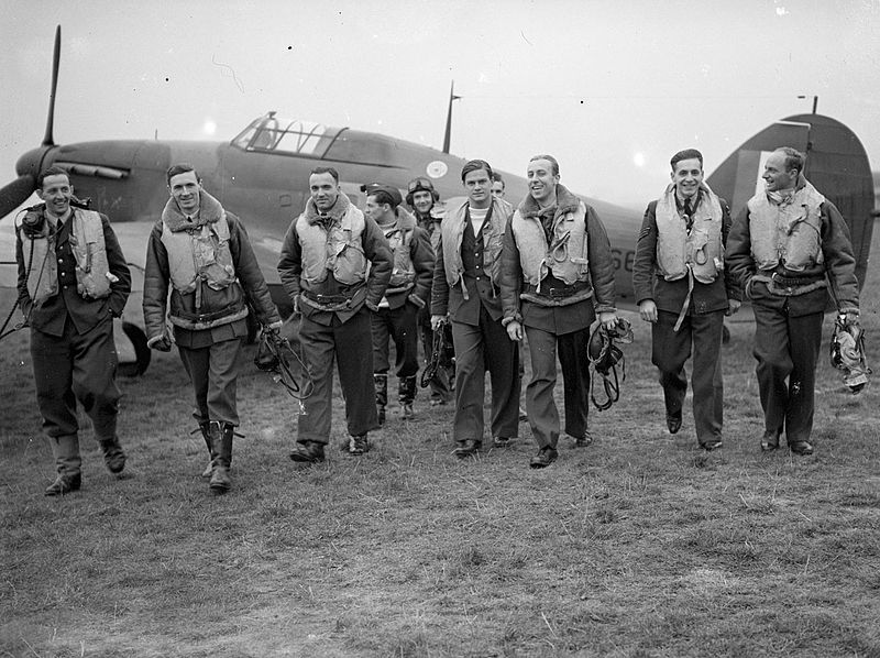 Pilots_of_No__303_(Polish)_Squadron_RAF_with_one_of_their_Hawker_Hurricanes,_October_1940__CH1535