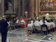 Francesco segue messa, dalla Rete