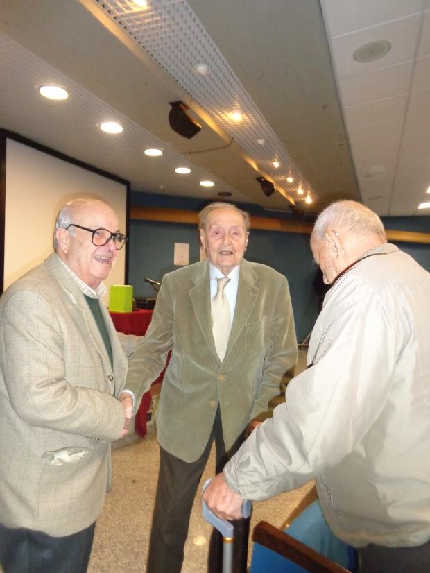 Massimo Pittau (al centro)