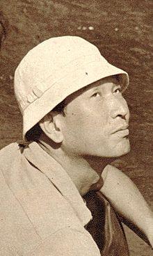 220px-Akirakurosawa-onthesetof7samurai-1953-page88