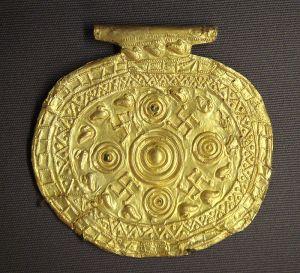 800px-Etruscan_pendant_with_swastika_symbols_Bolsena_Italy_700_BCE_to_650_BCE
