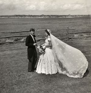 toni_frissell_john_f-_kennedy_and_jacqueline_bouvier_on_their_wedding_day_1953