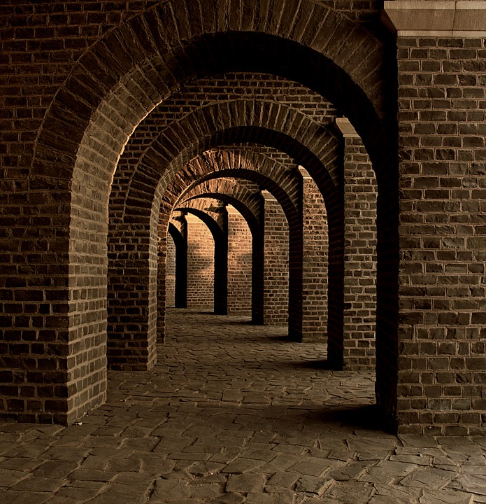 vaulted-cellar-258906_960_720